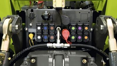 Задня гідравліка. Трактор CLAAS XERION 5000–4000